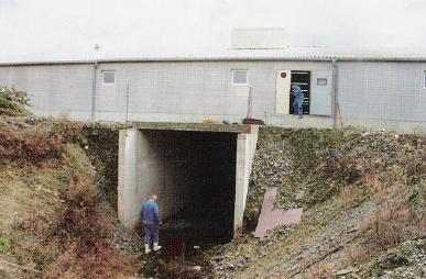 L'entrée d'air générale mesure 4m de haut sur 3m de large et se trouve disposée telle que l'air provienne de la vallée, à l'opposé du reste de l'élevage, avec une vitesse maxi de 2,5m/s.