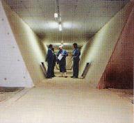 La gaine centrale d'extraction est munie d'antennes de pompage (une par salle) et de six ventilateurs de 20000 m3/h. L'air est ensuite conduit dans les ystèmes de lavage, puis vers l'échangeur thermique où il va permettre le réchauffement de l'air entrant.