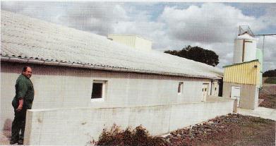 Lepost-sevrage équipé du système de récupération de chaleur est constitué de 18salles de 270 places. Il fonctionne sur le principe d'une ventilation centralisé et du lavage d'air.